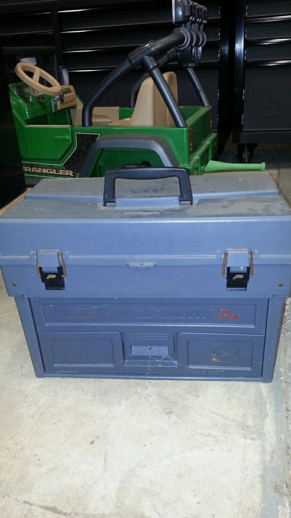 Toolbox / Tackle box