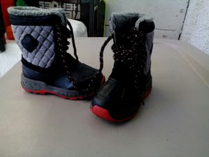 CARTERS. SNOW BOOTS. IN NEW CONDITIONS USED ONCE. KIDS TOLDER SIZE 8 for Sale in Las Vegas, NV