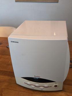 Samsung Junior SJ0390W Small Mini Microwave Oven Boat RV Camper Dorm for Sale in Orange, CA