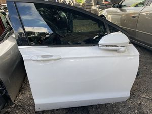 Ford Fusion front door 2013 2018 for Sale in Opa-locka, FL