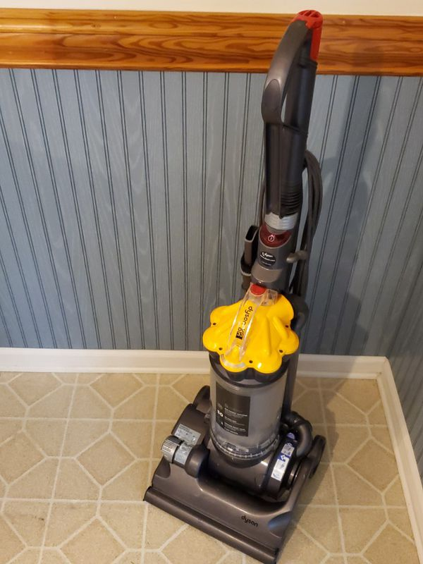 DYSON DC 33 Vacuum Cleaner Barely Used