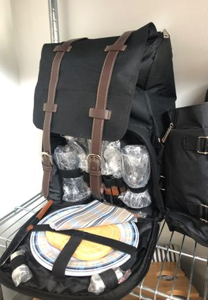 Picnic Backpack for 2 w/all accessories and picnic blanket NEW for Sale in Miami, FL