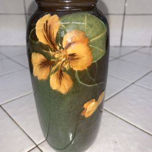 Small Green Vase for Sale in Lemoore, CA