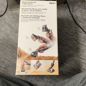 Dyson Groom Tool And Clean Up Kit for Sale in Chicago, IL