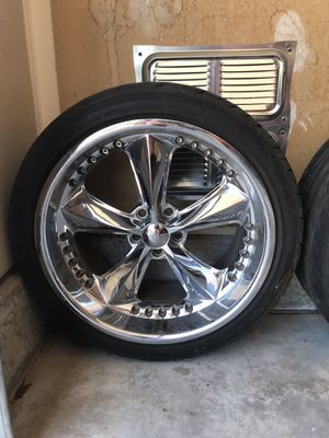 """20"""" staggered Foose rims n tires for Sale in Pojoaque, NM"""