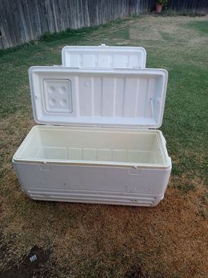 Igloo Cooler ice chest. for Sale in Dinuba, CA