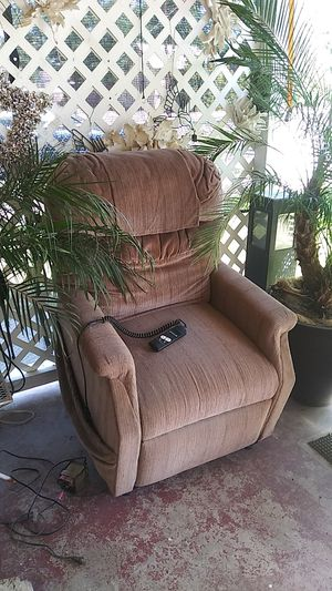 Golden lift recliner. for Sale in Fowler, CA