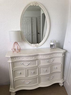 Dresser and Mirror for Sale in Boynton Beach, FL