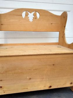 Solid Wood Knotty Pine Storage Bench Trunk Toy Chest Banca for Sale in Westley,  CA