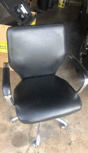 Adjustable office chair with arms for Sale in Heber-Overgaard, AZ