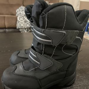 Toddler Snow Boots for Sale in Kingsburg, CA