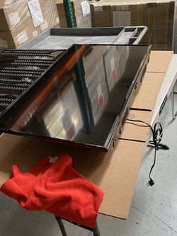 40 Inch TCL Smart LED HDTV Roku TV Built In WiFi for Sale in Culver City,  CA
