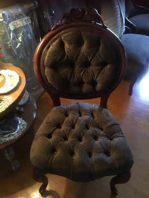 Beautiful chair like new antique wood $120 for Sale in Montebello, CA
