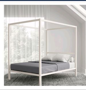 White Queen Size Canopy Bed for Sale in San Diego, CA