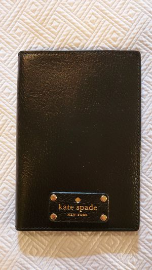 KATE SPADE BI-FOLD CARD WALLET for Sale in Middleburg Heights, OH
