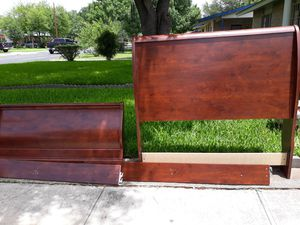Bed/ wood sleigh for Sale in San Antonio, TX