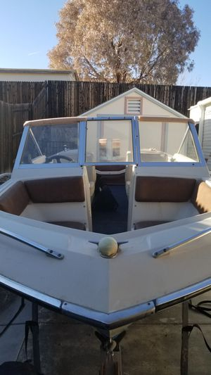 Chrysler Ski and Bass Boat for Sale in Camp Verde, AZ