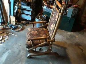 Antique rocking chair for Sale in Grosse Ile Township, MI