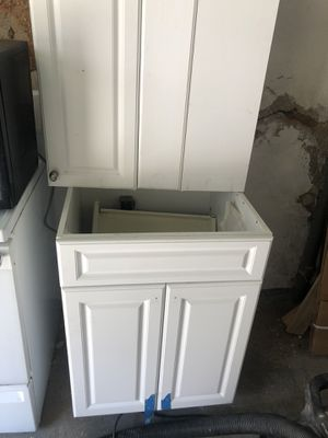 White wood kitchen cabinets for Sale in Philadelphia, PA