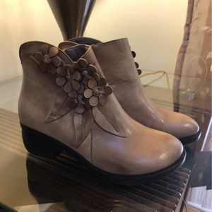 BRAND NEW: Zooler Genuine Leather Boots for Sale in Chapel Hill, NC