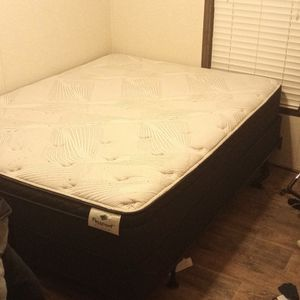 New Queen Size Bed Only A Month Old for Sale in Wichita, KS