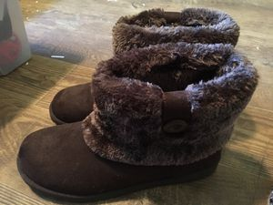 Brown fuzzy winter boots for Sale in Salem, MO