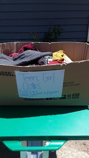 Box of Teen Girl Clothes 35pcs for Sale in San Diego, CA