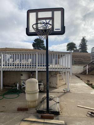 Adjustable BasketBall Hoop for Sale in Ramona, CA