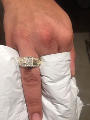 14k yellow gold 1.25 ctw natural diamond lady's ring for Sale in Santa Ana, CA