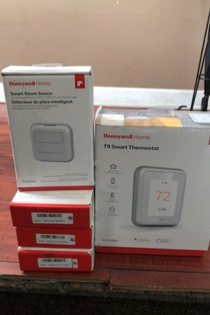 Honeywell T9 Smart Thermostat w/ Sensor for Sale in Spring, TX
