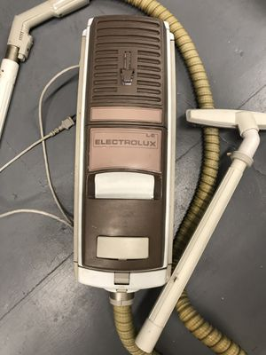 Vintage Electrolux canister vacuum with attachments works perfectly for Sale in Pembroke Pines, FL