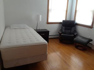 Complete CLEAN bedroom set for Sale in Chicago, IL