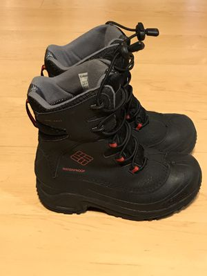 Kids Columbia Snow Boots Size 3 for Sale in Glen Ellyn, IL