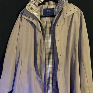 Burberry Trench Coat ~ SZ: X-L Great Condition for Sale in North Las Vegas, NV