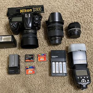 Nikon D300 + Lens + Accessories LIKENEW $800 for Sale in Portland, OR