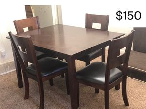 Good table for Sale in Toledo, OH
