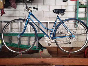 Vintage Schwinn 1970s Suburban womens bike for Sale in Columbus, OH