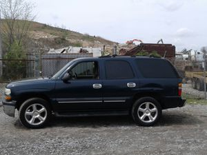 2004 Chevy Tahoe Ls 200k Hwy miles runs and drives 3rd row!!! for Sale in Fort Washington, MD