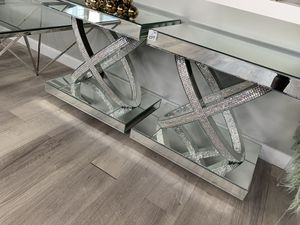 Diamond Days End Table for Sale in St. Louis, MO