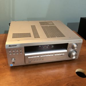 Pioneer surround sound receiver for Sale in Livonia, MI
