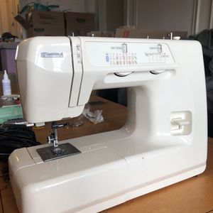 Kenmore Sewing Machine for Sale in Chicago, IL