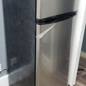Thomson 7.5 cu. ft. Top-Freezer Refrigerator for Sale in St. Petersburg, FL