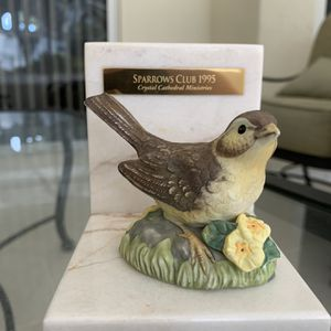 """Vintage sparrows club 1995 crystal cathedral ministries yellow bird marble statue, approx 4"""" x 4"""", in excellent condition for Sale in Hobe Sound, FL"""