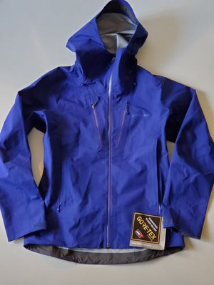 Patagonia Women's triolet jacket small for Sale in Burien, WA