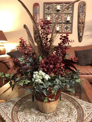 Beautiful flower arrangement in decorative vase for Sale in Cypress, TX