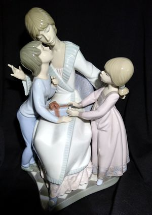 """Lladro """"Mother's Day"""" Collectable Figurine for Sale in Perris, CA"""