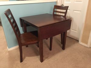 Dining Table & 2 Chairs for Sale in Kent, WA