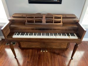Antique piano (works great!) for Sale in Johnson City, TN
