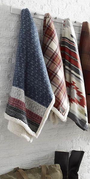 Eddie Bauer Sherpa blanket brand new for Sale in Chicago, IL