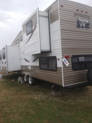 Travel trailer $11000. Right off the lot with central heating and closed off bedroom with downstairs and sleeps at least 8 people. for Sale in Tulsa, OK
